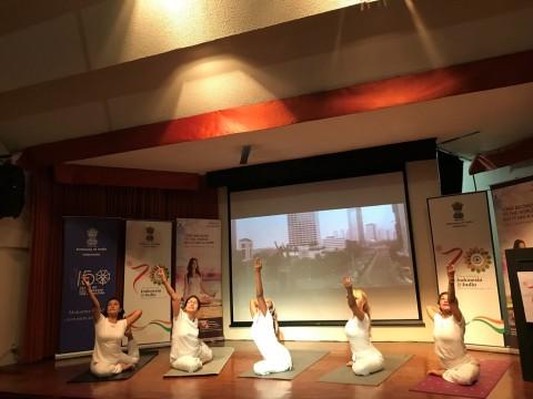 Kemenpar Dukung Penyelenggaraan Hari Internasional Yoga di Prambanan