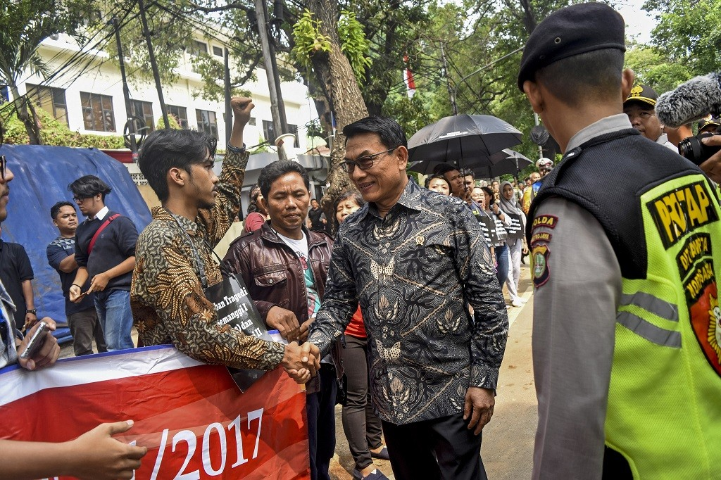 Moeldoko Dukung Polri Patroli di Grup WhatsApp - Medcom.id