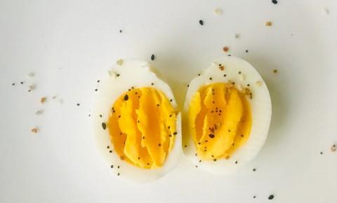 Trik Mudah Mengupas Telur Rebus