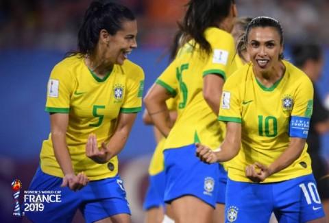 Tundukkan Italia, Brasil Dramatis Lolos 16 Besar
