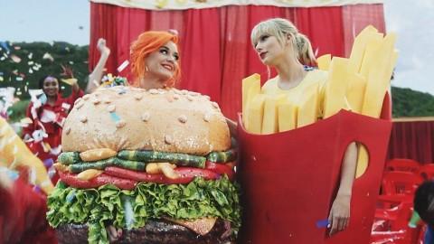 Sudah Berdamai, Taylor Swift Ajak Katy Perry Jadi Model Video Klip