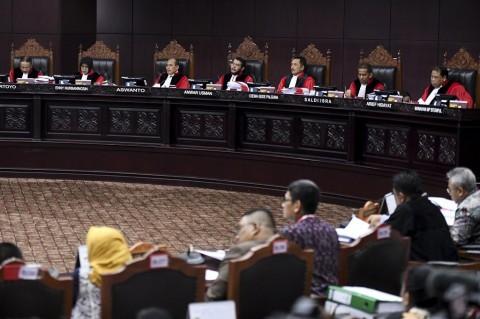 Hakim MK Semprot Kuasa Hukum Prabowo-Sandi