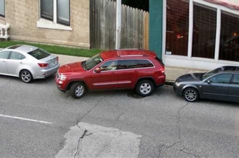 Trik Mudah Parkir Mobil yang Aman untuk Pemula