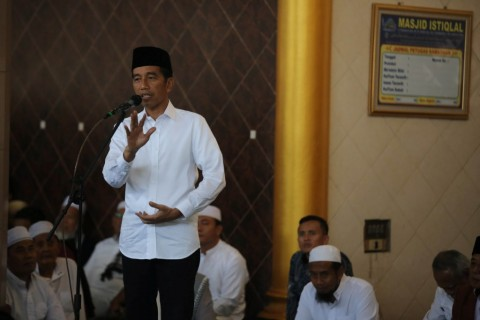 Jokowi Bagikan 3.200 Sertifikat Tanah ke Warga Gresik