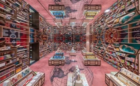 Rumit Tapi Unik Toko Buku Dengan Interior Refleksi Kaca