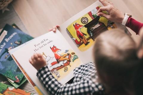 Penelitian: Ilmu Linguistik Orang  Tua Bantu Anak Banyak Membaca
