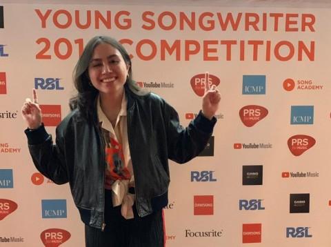 Andrea Turk Bikin Bangga Indonesia Lewat Lagu Ciptaan