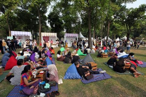 Serunya Piknik di Lapangan Banteng Sambut HUT ke-492 Jakarta