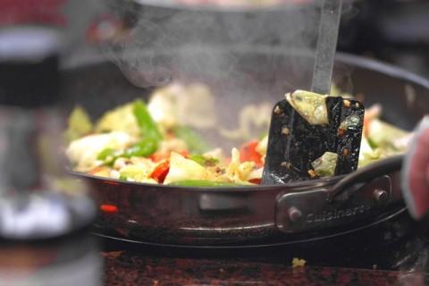 4 Mitos dan Fakta Cara Menyimpan Makanan Sisa