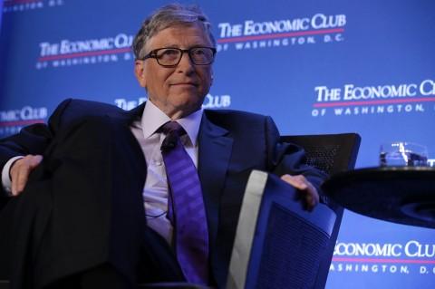 Warren Buffett Bantu Bill Gates Lalui Masa Tersulit