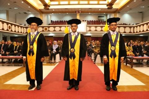 UNS Kukuhkan Tiga Guru Besar Baru