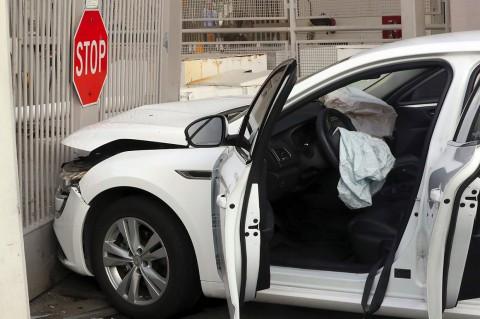 Seorang Pria Tabrakkan Mobil ke Gerbang Kedubes AS di Seoul