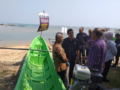 Nelayan Korban Tsunami Selat Sunda dapat Kapal Bantuan