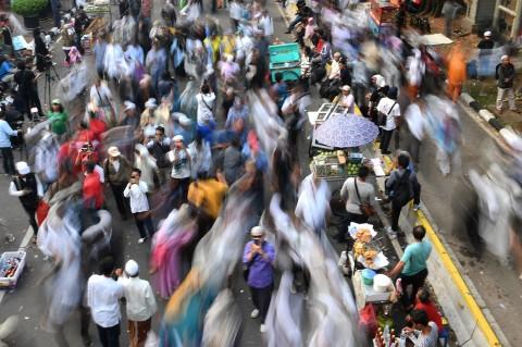 Massa Aksi Kawal MK Membubarkan Diri
