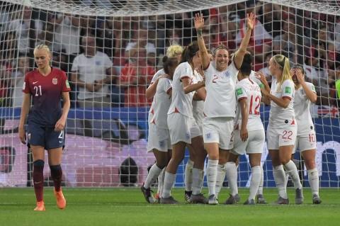 Hajar Norwegia, Inggris ke Semifinal Piala Dunia Wanita