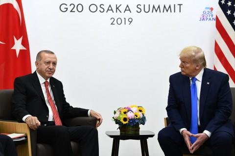 Bertemu Erdogan, Trump Sebut Pembelian S-400 'Masalah Bagi AS'