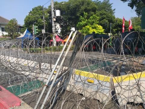 Jalan di Depan Gedung KPU Ditutup