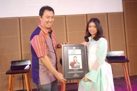 Naura Penyanyi Anak Pertama Raih Triple Platinum