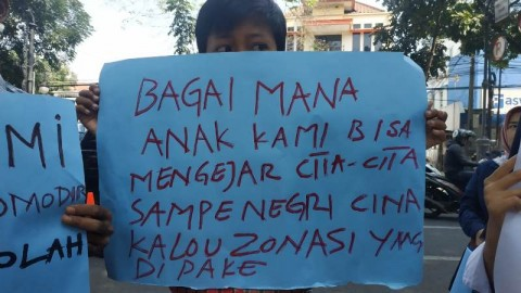 Keluhkan Zonasi, Warga Bandung Unjuk Rasa di Kantor Wali Kota