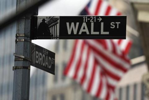 Suku Bunga Diprediksi Turun, Wall Street Merekah