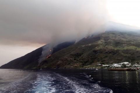Satu Tewas saat Gunung Api Stromboli Meletus di Italia