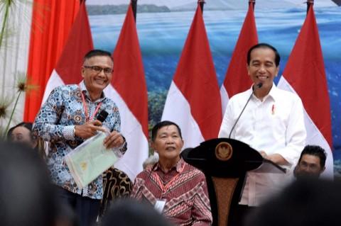 Jokowi Bagikan 2.000 Sertifikat Tanah di Manado