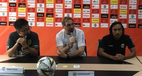 Robert Rene Konfirmasi Esteban Vizcarra Main Lawan Persebaya