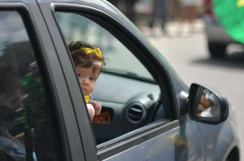 Bawa Bayi saat Berkendara? Jangan Egois, Wajib Jaga Keselamatan