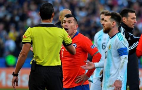 Dapat Kartu Merah, Messi Dibela Medel