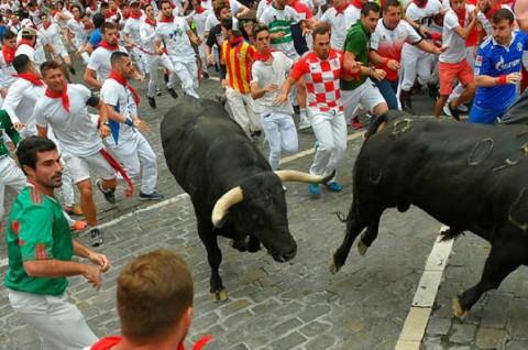 Dua Warga AS Diseruduk Banteng di Festival Spanyol