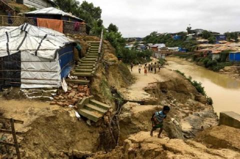 Satu Orang Tewas dalam Longsor di Kamp Rohingya