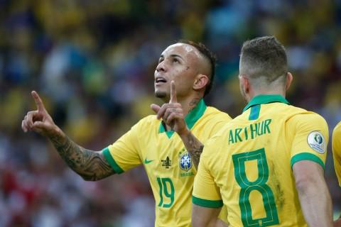 Striker Brasil Berbagi Gelar Sepatu Emas dengan Bomber Peru