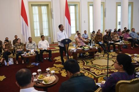 Jokowi Ingatkan Menterinya Waspadai Defisit Neraca Dagang