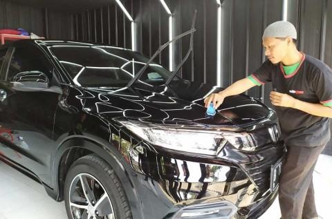 Bengkel dan Salon Mobil, Tandem di Autoglaze