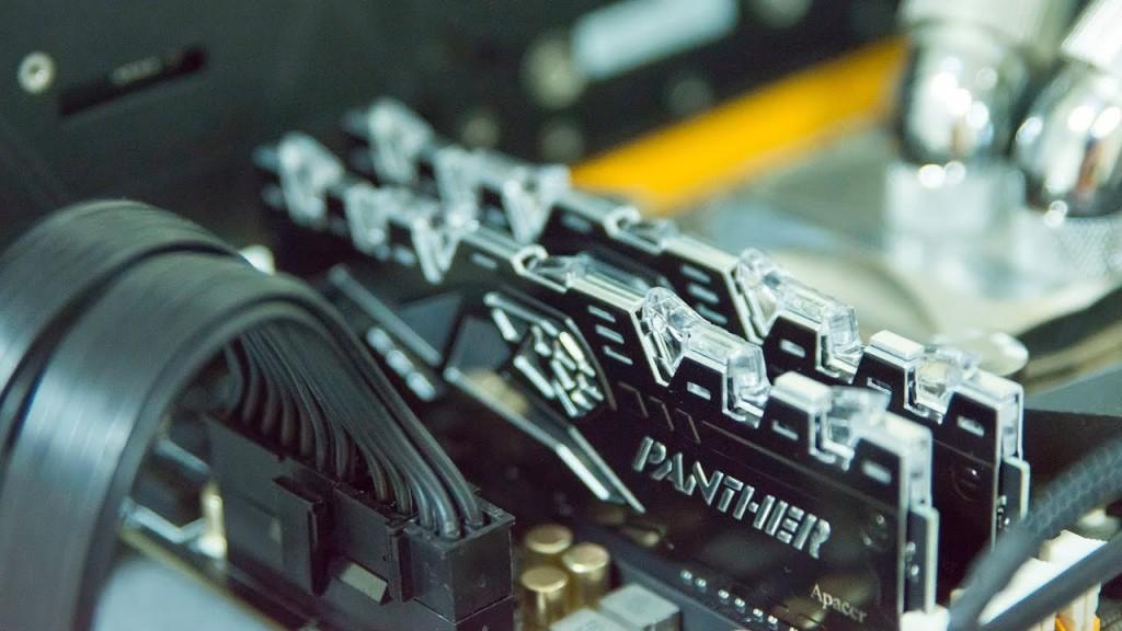 Keping kartu RAM di motherboard. (Gamestation)