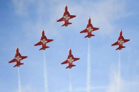 Terbang di Kota yang Salah, Tim Akrobatik Swiss Minta Maaf