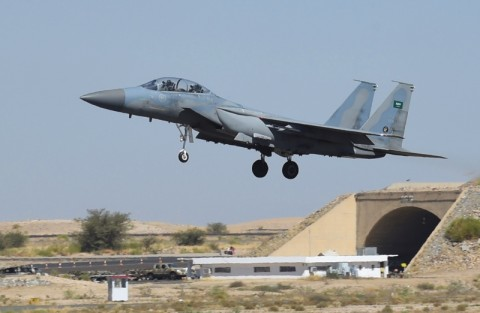 Bandara Arab Saudi Dihantam Serangan Pemberontak Houthi