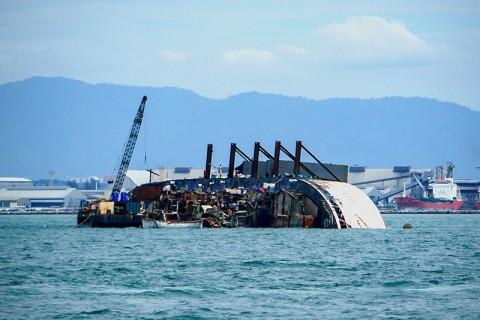 Kapal Pesiar Australia Terbalik, Tewaskan Tiga Orang