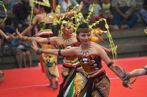 Melihat Tari Tradisional Suku Dayak di Pesta Kesenian Bali 2019