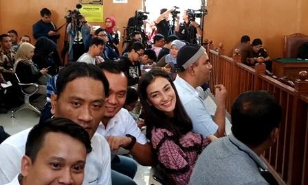 Atiqah Hasiholan Bersyukur Ratna Divonis 2 Tahun Penjara