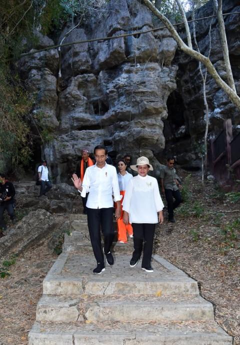 Presiden dan Ibu Negara Menelusuri Keindahan Gua Batu Cermin