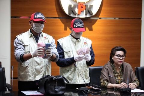 KPK Sita Lima Mata Uang dari Gubernur Kepri