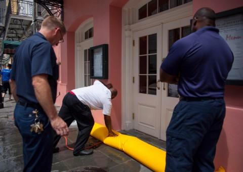 Warga New Orleans Persiapkan Diri Hadapi Badai Barry