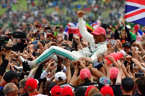 Hamilton Pecahkan Rekor di Inggris, Vettel dan Verstappen Tabrakan