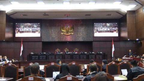 Hakim MK Sebut Berkas KPU Kacau