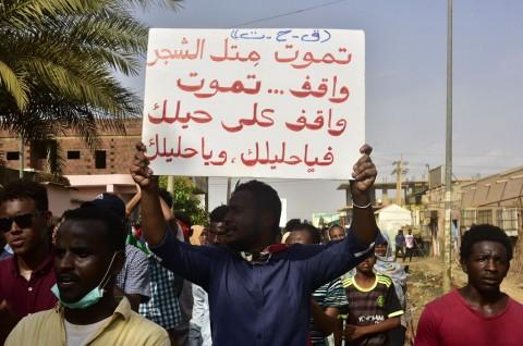 Paramiliter Sudan Bunuh Seorang Pria saat Bubarkan Demonstran