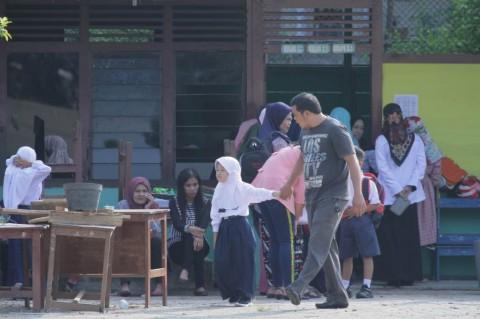 Peran Orang Tua Menemani Anak pada Hari Pertama Masuk Sekolah