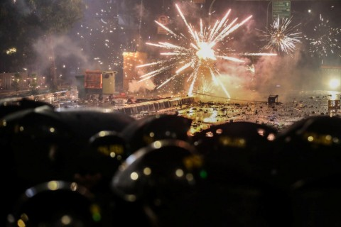 Polisi Buru Pemasok Molotov saat Aksi 22