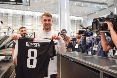 Ramsey Kenakan Nomor Punggung 8 di Juventus
