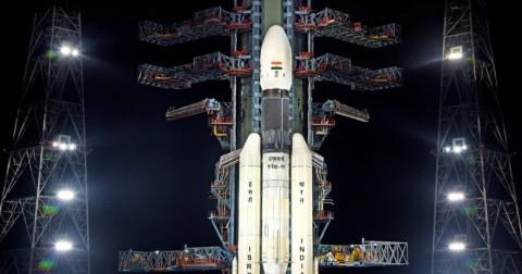 India Tunda Peluncuran Roket Antariksa Chandrayaan-2